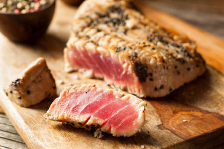 Homemade Grilled Sesame Tuna Steak with Soy Sauce Stockfoto