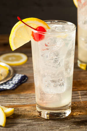 tom collins: Refreshing Classic Tom Collins Cocktail with a Cherry and Lemon Slice Stock Photo