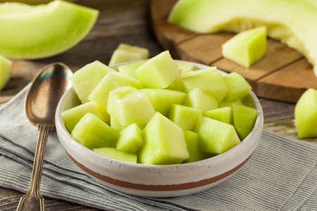 Groene Organische Suikermeloen Cut in een Kom Stockfoto