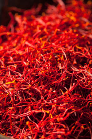 Raw Organic Red Saffron Spice in a Bowl Standard-Bild