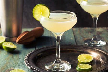 Classic Lime Daiquiri Cocktail with a Garnish 免版税图像