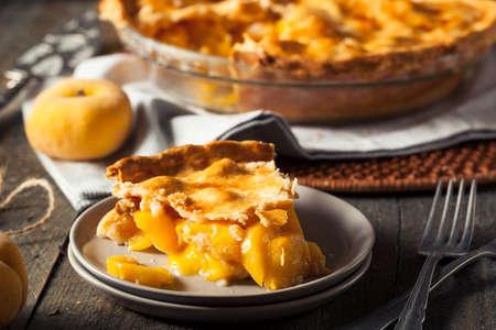 Zelfgemaakte Warm Peach Pie Ready to Eat