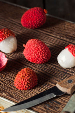 litschi: Raw Organic Red Lychee Berries Ready to Eat