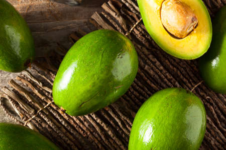 Raw Green Organic Florida Avocades Ready to Eat Banque d'images - 61160663