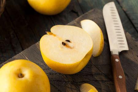 pera: Raw Organic Yellow Asian Apple Pears Ready to Eat