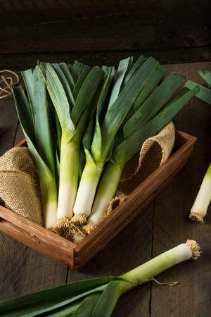 Raw Vert Poireaux Bio Prêt Chop Banque d'images