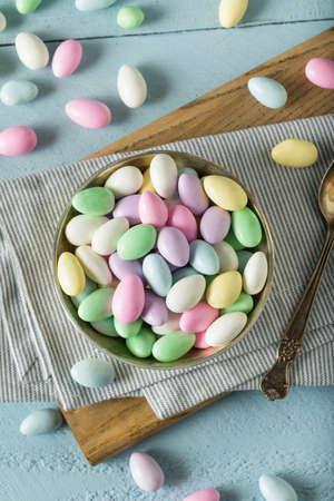 Süße Kandierte Jordan Mandeln in einer Schüssel Standard-Bild