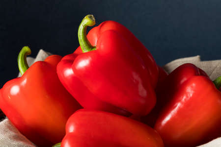 pimientos: Prima orgánica pimientos rojo Listo para comer