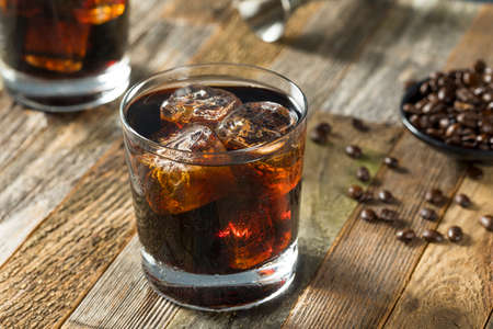 Alcoholic Boozy Black Russian Cocktail with Vodka and Coffee Liquor Standard-Bild