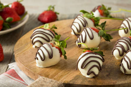 Homemade White Chocolate Covered Strawberries for Valentines Day