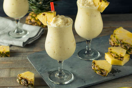 Homemade Frozen Pina Colada Cocktail with a Pineapple Garnish Stockfoto