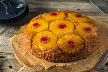 Sweet Homemade Pineapple Upside Down Cake with Cherries 版權商用圖片