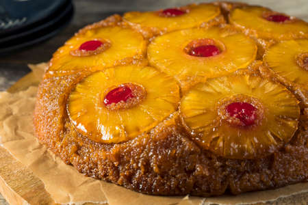 Sweet Homemade Pineapple Upside Down Cake with Cherries Stockfoto