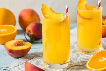 Refreshing Peach and Orange Fuzzy Navel Cocktail with a Garnish 스톡 콘텐츠