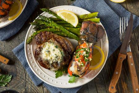 アスパラガスと自家製ステーキとロブスター サーフ n の芝
