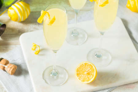 Boozy Bubbly Lemon French 75 Cocktail with Champagne Stok Fotoğraf - 83385965