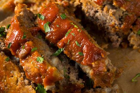 Pan de carne con especias hechas en casa con cebolla y perejil