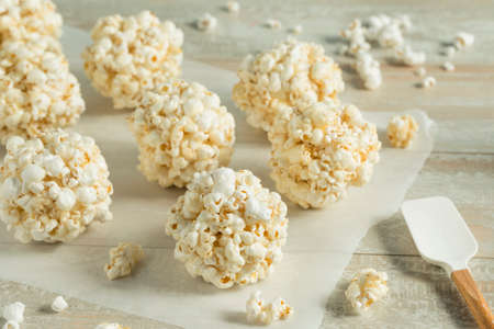 Sweet Homemade Popcorn Balls Ready to Eat Banco de Imagens - 84631265