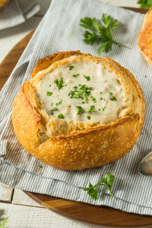 New England Clam Chowder in a Bread Bowl with Parsley Foto de archivo