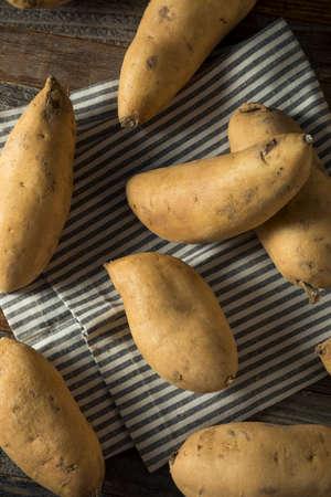 Raw Organic White Sweet Potatoes Ready to Cook 版權商用圖片