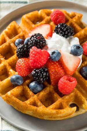 Sweet Homemade Berry Belgian Waffle with Whipped Cream 版權商用圖片