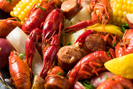 Homemade Southern Crawfish Boil with Potatoes Sausage and Corn Фото со стока - 95135368