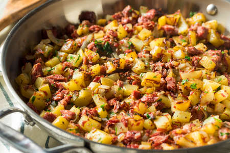 Savory Homemade Corned Beef Hash in a Pan Archivio Fotografico