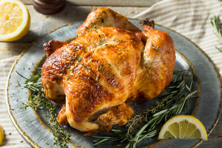 Homemade Rotisserie Chicken with Herbs and Lemons Foto de archivo - 98298805
