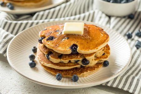 Healthy Homemade Blueberry Pancakes with Butter and Syrup Imagens