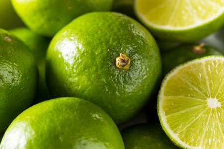 Raw Green Organic Citrus Limes Cut in Half Imagens
