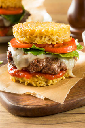 Homemade Ramen Cheese Burger with Lettuce and Tomato Reklamní fotografie