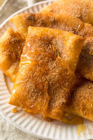 Homemade Deep Fried Mexican Sopapillas with Cinnamon Sugar 版權商用圖片