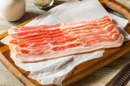 Raw Grass fed Bacon Strips Ready to Cook Zdjęcie Seryjne
