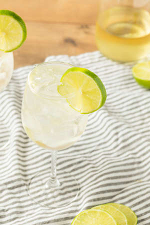 Alcohlic Refreshing Wine Spritzer with LIme and Soda Reklamní fotografie