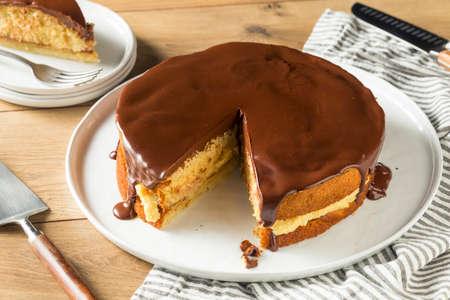 Homemade Chocolate Boston Cream Pie Ready to Eat 版權商用圖片