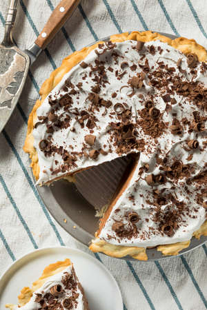 Sweet Homemade French Silk Pie with Chocolate Shavings 免版税图像 - 106910069