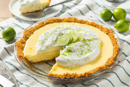 Sweet Homemade Key Lime Pie with Zest and Cream Stockfoto