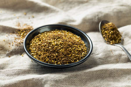 Raw Organic MIddle Eastern Zaatar Spices in a Bowl Imagens