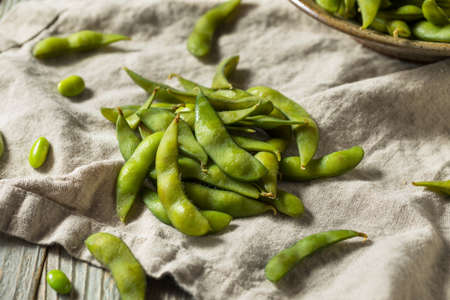 Raw Green Organic Edamame Soy Beans Ready to Eat Reklamní fotografie
