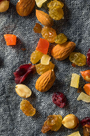 Healthy Dried Fruit and Nut Mix with Almonds Raisins Cranberries Banque d'images