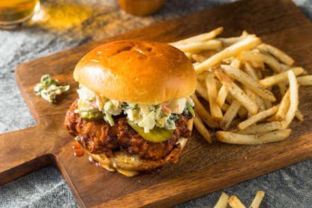 Homemade Spicy Nashville Hot Chicken Sandwich with Ranch and Pickles Banco de Imagens