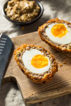 Homemade English Scotch Eggs Wrapped in Sausage Standard-Bild