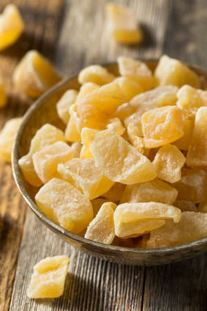 Organic Sweet Candied Ginger Treats in a Bowl 版權商用圖片 - 121068908