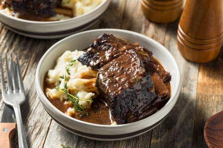 Zelfgemaakte Gestoofde Rundvlees Korte Ribs Met Jus En Aardappelen