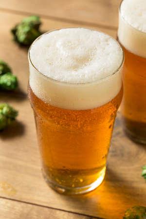 Erfrischendes sommerliches IPA Craft Beer mit Hopfen
