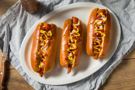 Homemade Vegan Carrot Hot Dogs with Onion and Mustard Foto de archivo - 129251600
