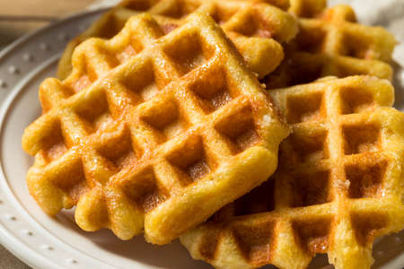 Waffles di zucchero belgi fatti in casa pronti da mangiare Archivio Fotografico