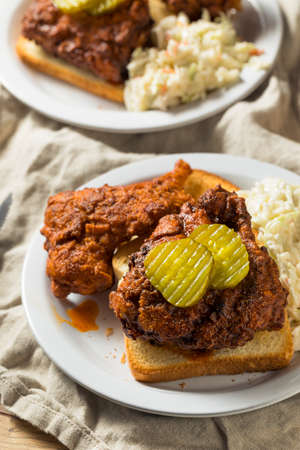 Homemade Nashville Hot Chicken with Bread and PIckles Stockfoto