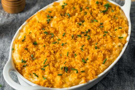 Casserole de pommes de terre funéraire maison au fromage et à la ciboulette
