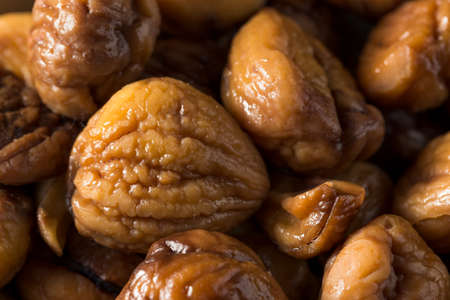 Organic Shelled Roasted Chestnuts in a Bowl Foto de archivo